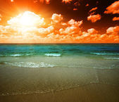 Sunset and tropical ocean — Stock Photo