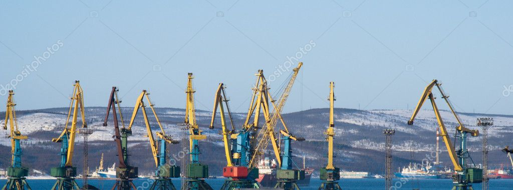Port of Murmansk. Working cranes. It is winter. — Stock Photo #4608812