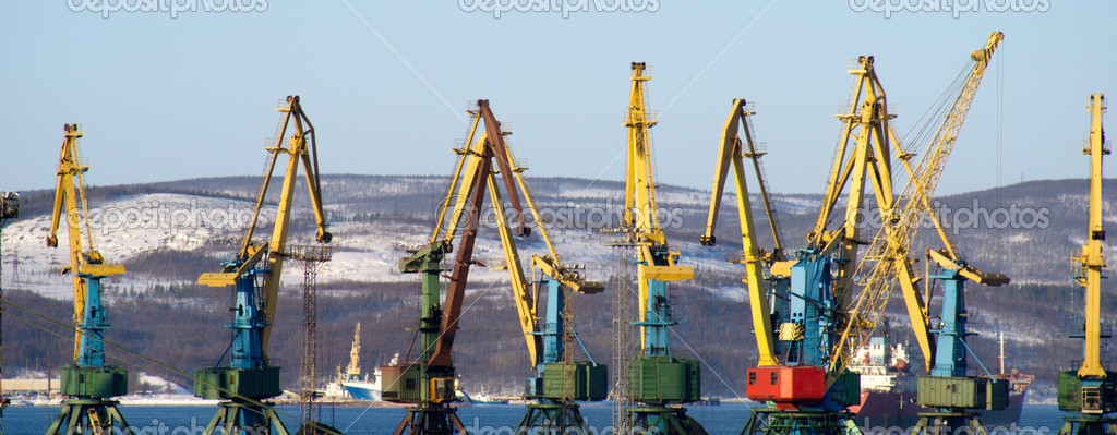Port of Murmansk. Cranes loading coal.  — Stock fotografie #4608813