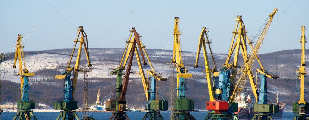 Port of Murmansk. Cranes loading coal.  — Stockfoto #4608813