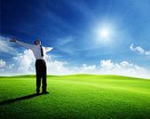 Pôr do sol e feliz jovem empresário — Foto Stock