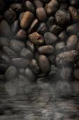 černé kameny s vodou teplou v asii — Stock fotografie