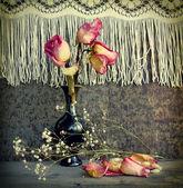 Stilleben mit getrockneten Rosen — Stockfoto