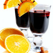 Mulled wine in glass, decorated with orange, cinnamon and clove. — Stock Photo
