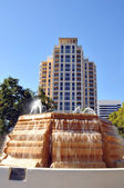 Fountain with building in the background — Stock Photo