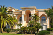 Enormous neo-mediterranean home — Stock Photo