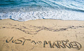 Just Married written in the Sand — Zdjęcie stockowe