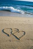 在沙子里的心 — 图库照片