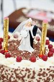 Wedding Cake with Sweet Couple — Stock Photo