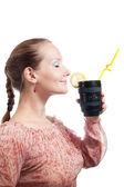 Mujer con teleobjetivo taza — Foto de Stock