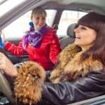 kvinna i bil — Stockfoto