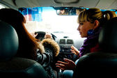 žena v autě — Stock fotografie