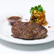 Beefsteak with salad and sauce — Stockfoto