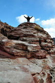 Man conquers Mountain at Red Rock Canyon — Stock Photo
