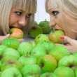 Two girls and Apples — Stock Photo