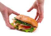 Panino con prosciutto, formaggio nelle mani isolato e paprica — Foto Stock