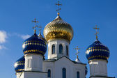 Sparkling domes of orthodox church against the blue sky in the winter — Stock Photo