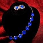 Bracelet with blue gem — Stock Photo #4701904