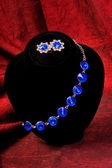 Bracelet with blue gem — 图库照片