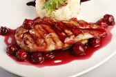 Курица гриль с рисом — Стоковое фото
