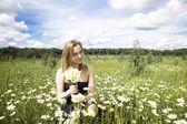 Mladá žena venku — Stock fotografie