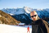 Mladý muž v Alpách — Stock fotografie