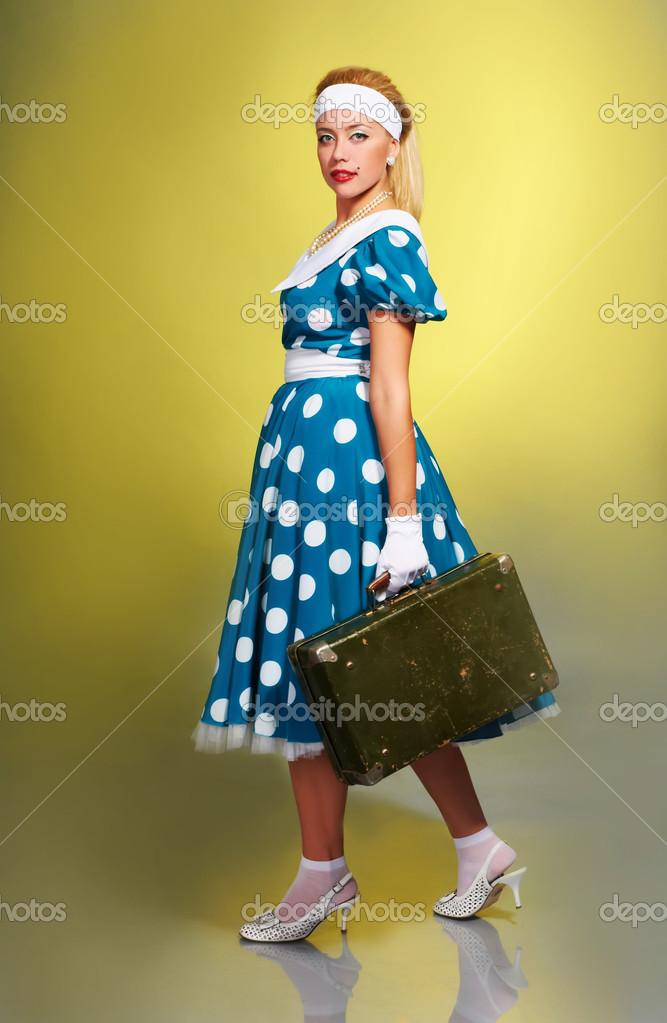 Pin up girl with a suitcase — Stock Photo #4977171