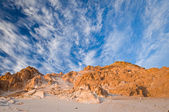 Beautiful desert landscape with stone formation and breathtaking — Stock Photo