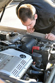 Man Repairing Broken Down Car — Stock Photo