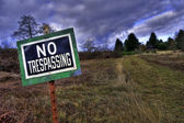 NO TRESPASSING sign in front rural country driveway — Stock Photo