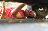 Mechanic working on a car — Stockfoto
