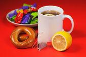 Lemon and tea — Stock Photo