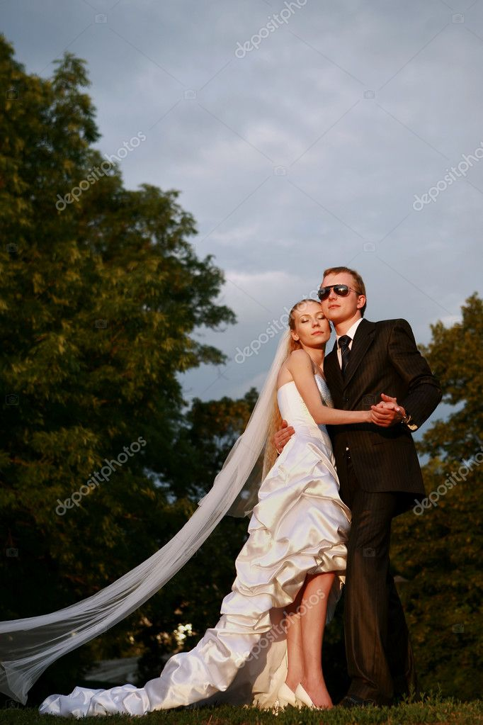 Romantic image of attractive couple — 图库照片 #5300218