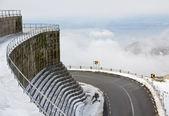Mountain road near Lagoa Comprida Dam in Portugal — Stock Photo