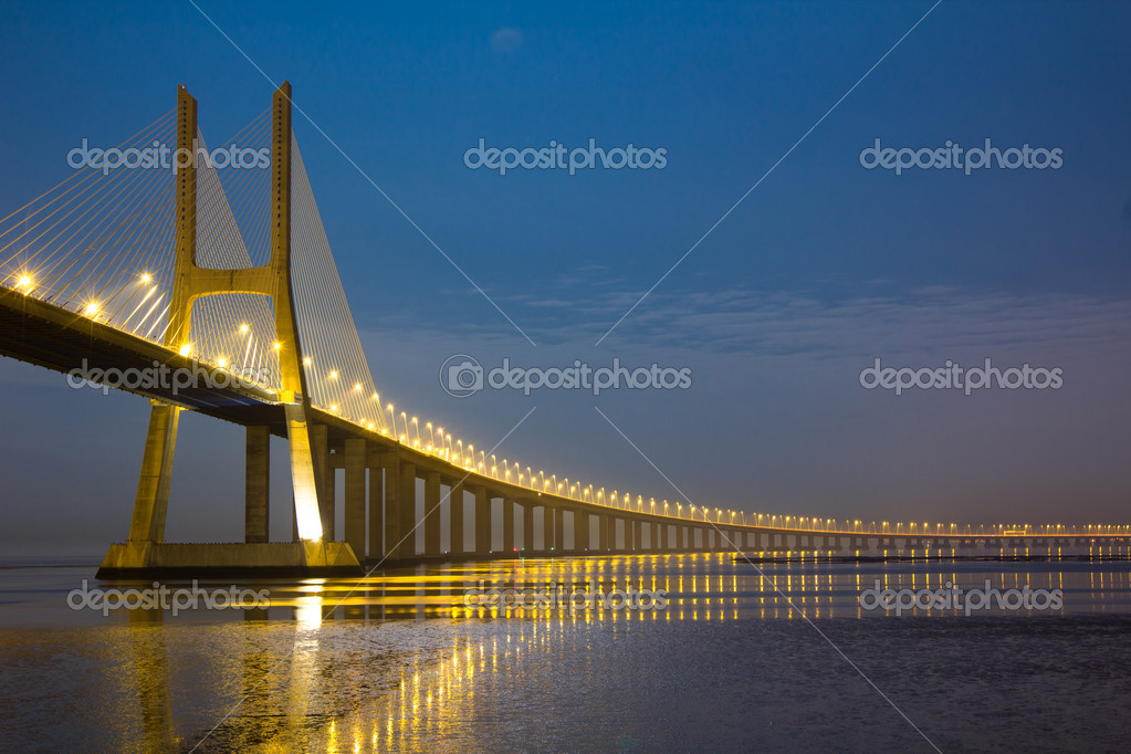 Long Vasco da Gama bridge at night under moonlight — Stock Photo #4722832