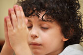 Latin Young Boy Praying with Faith and Reverence — Fotografia Stock