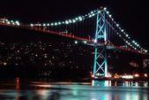 Night scene of Lions Gate Suspension Bridge Gateway — Stock Photo