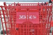 Shopping cart outside mall — Stock Photo