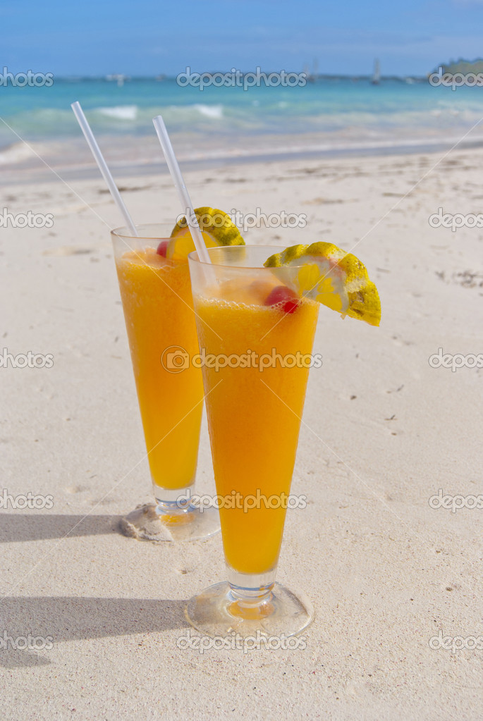 Tropical beautiful cocktails on the beach. Dominican Republic — Stock Photo #4629288