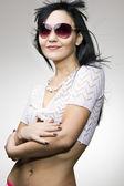 Dívka nosí sluneční brýle — Stock fotografie
