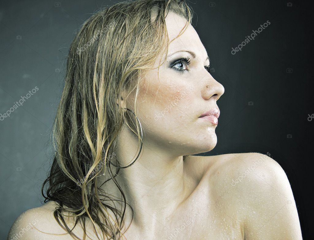 wet and nude girl staying