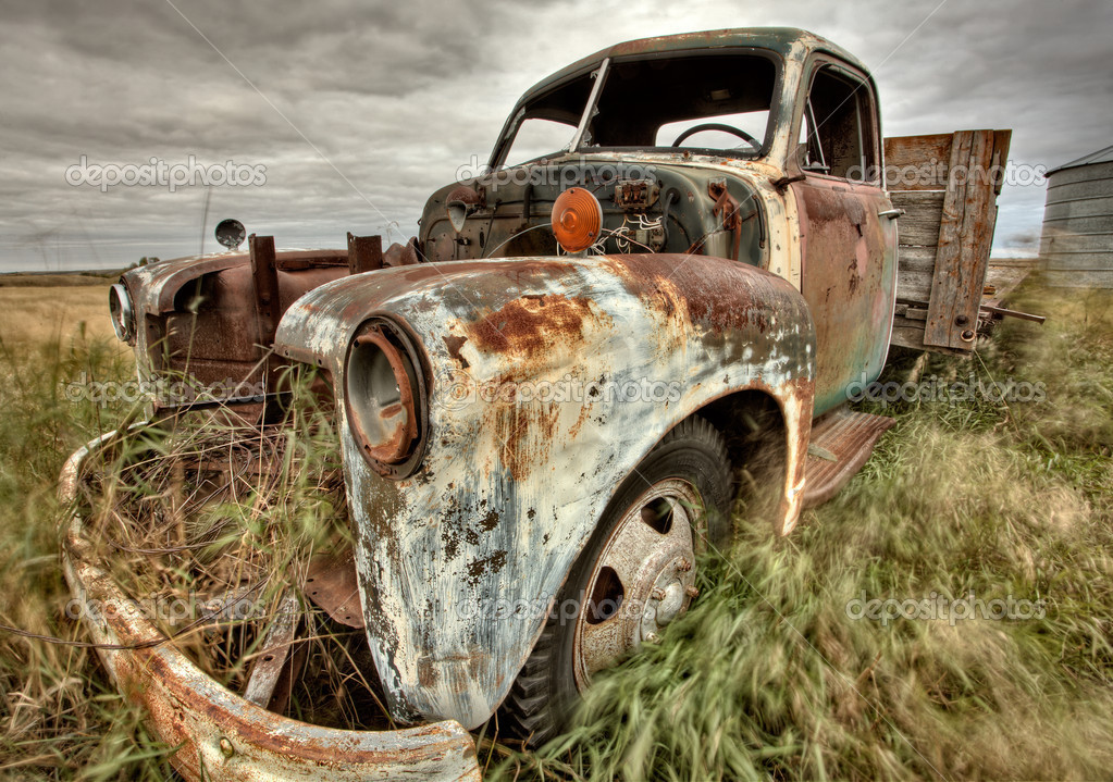 Vintage Truck abandoned Saskatchewan Field Canada — Stock Photo #4721773
