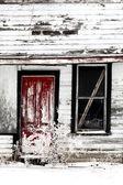 Kışın harap eski çiftlik evi — Stok fotoğraf