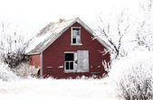 Abandoned dilapidated farm house in winter — Stok fotoğraf