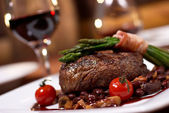 Grilled beef with tomato — Stock Photo