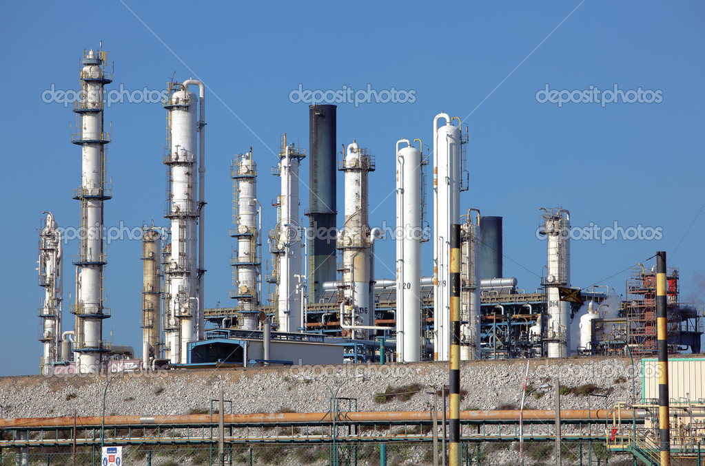 Oil refining facility in Lavera southern France — Stock Photo #4984306