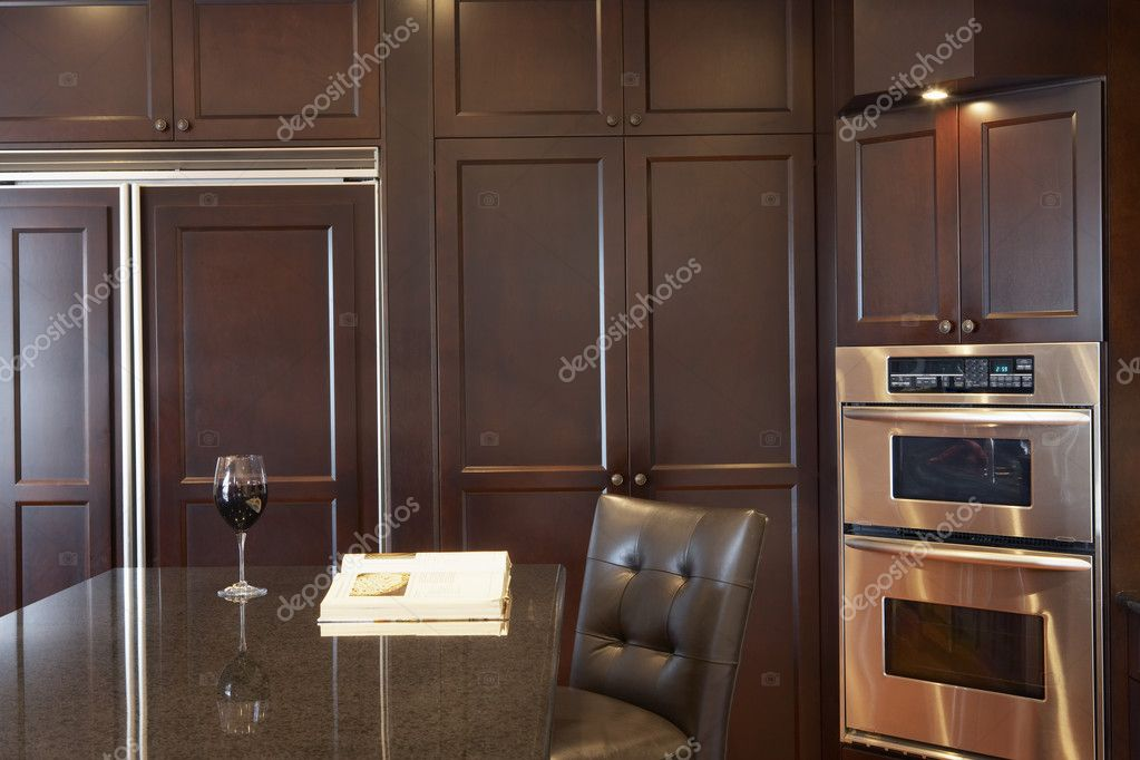 Kitchen with granite countertops, wooden cabinets and a stainless steel appliances — Stock Photo #4812341