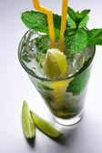 Mojito cocktail & lime slices — Stock Photo