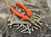 Kombinerki klucz śruby — Zdjęcie stockowe