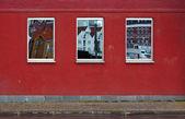 Three mirroring windows on the wall — Stock Photo